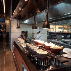 Отель Crowne Plaza New Delhi Rohini Индия, Нью-Дели - отзывы, цены и фото номеров - забронировать отель Crowne Plaza New Delhi Rohini онлайн питание фото 2