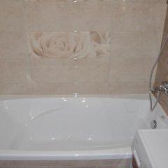 Гостиница Avangard Apartments on Fabrichnaya в Тюмени отзывы, цены и фото номеров - забронировать гостиницу Avangard Apartments on Fabrichnaya онлайн Тюмень ванная