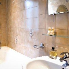 Отель Hôtel Eden Montmartre 3* Улучшенный номер с двуспальной кроватью фото 5