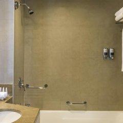 Отель Four Points by Sheraton Sheikh Zayed Road, Dubai Стандартный номер с различными типами кроватей фото 2