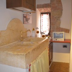 Отель La Vite In Castello Монтескудаио ванная фото 2