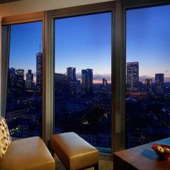 Отель Jumeirah Frankfurt 5* Номер Делюкс с двуспальной кроватью