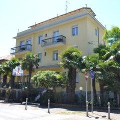Отель Residenza Parco Fellini Римини вид на фасад фото 2