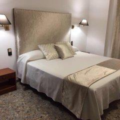 Отель Hostal la Carrasca комната для гостей фото 5
