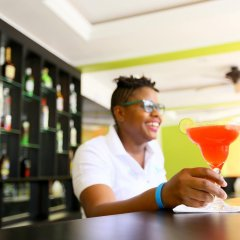 Отель Oasis Resort гостиничный бар