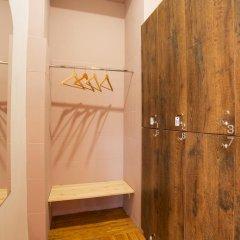 Хостел Берлога Кровать в женском общем номере с двухъярусной кроватью