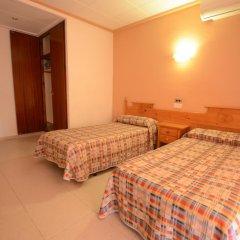 Отель Hostal Los Manos Испания, Бланес - отзывы, цены и фото номеров - забронировать отель Hostal Los Manos онлайн комната для гостей