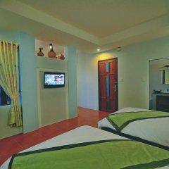 Отель Starfruit Homestay Hoi An 2* Стандартный семейный номер с двуспальной кроватью фото 5