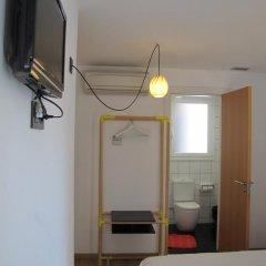 Отель Hostal Athenas Стандартный номер с различными типами кроватей фото 11