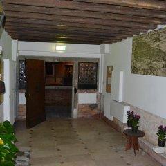 Отель Suite in Venice Ai Carmini интерьер отеля