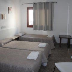 Отель Hostal Las Nieves Стандартный номер с различными типами кроватей (общая ванная комната) фото 10