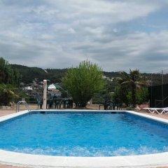 Отель Hostal Los Pinares Испания, Льорет-де-Мар - отзывы, цены и фото номеров - забронировать отель Hostal Los Pinares онлайн бассейн фото 2