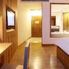 Patong Beach Hotel 4* Улучшенный номер с различными типами кроватей фото 4