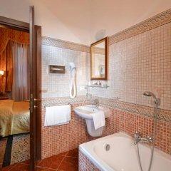 Отель Residenza San Maurizio 3* Улучшенный номер с двуспальной кроватью фото 4