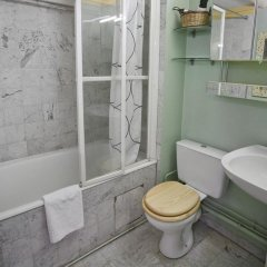 Отель Locappart Langevin Париж ванная