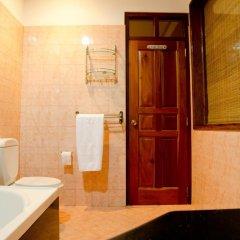 Отель Aaron Beach Villa ванная