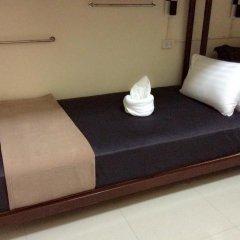 Naturbliss Bangkok Transit Hotel 3* Кровать в мужском общем номере