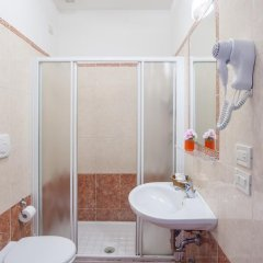 Il Mercante Di Venezia Hotel 3* Номер с общей ванной комнатой с различными типами кроватей (общая ванная комната) фото 3