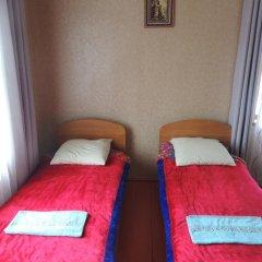 Отель Guest house Krasnii Zvetok Кыргызстан, Каракол - отзывы, цены и фото номеров - забронировать отель Guest house Krasnii Zvetok онлайн удобства в номере