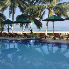 Отель Royal Beach Resort Шри-Ланка, Индурува - отзывы, цены и фото номеров - забронировать отель Royal Beach Resort онлайн бассейн
