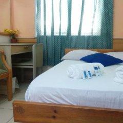 Momos Hostel Стандартный номер с двуспальной кроватью