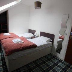 Отель Tartan Lodge сейф в номере