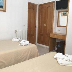 Отель Hostal Residencia Lido Стандартный номер с различными типами кроватей