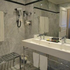 Отель Manos Premier Бельгия, Брюссель - 1 отзыв об отеле, цены и фото номеров - забронировать отель Manos Premier онлайн ванная фото 2