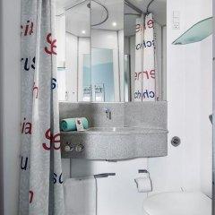 Отель Cabinn Scandinavia Дания, Фредериксберг - 8 отзывов об отеле, цены и фото номеров - забронировать отель Cabinn Scandinavia онлайн ванная фото 2