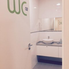 Отель Albufeira Hostel Португалия, Марку-ди-Канавезиш - отзывы, цены и фото номеров - забронировать отель Albufeira Hostel онлайн ванная фото 2