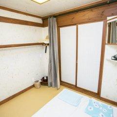 Отель Bukchonmaru Hanok Guesthouse 2* Стандартный номер с различными типами кроватей
