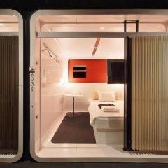 Отель First Cabin Kyobashi Кровать в мужском общем номере с двухъярусной кроватью фото 10
