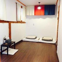 Отель The Place Seoul Hanok Guesthouse 2* Стандартный номер с 2 отдельными кроватями фото 5