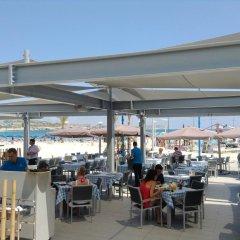 Отель Limanaki Beach Hotel Кипр, Айя-Напа - 1 отзыв об отеле, цены и фото номеров - забронировать отель Limanaki Beach Hotel онлайн питание фото 3