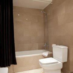 Отель Tendency Apartments 5 Испания, Барселона - отзывы, цены и фото номеров - забронировать отель Tendency Apartments 5 онлайн ванная фото 2
