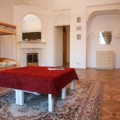 Гостиница Happy House Кровать в женском общем номере с двухъярусной кроватью