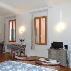 Отель Romantic Lovenest in historical Old NICE комната для гостей фото 5