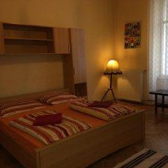 Boomerang Hostel and Apartments Стандартный номер с двуспальной кроватью (общая ванная комната)