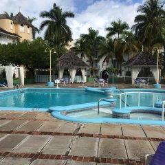 Отель SandCastles Deluxe Beach Resort бассейн фото 3