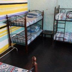Хостел Trinity & Tours Кровать в мужском общем номере
