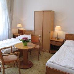 Hotel Jana / Pension Domov Mladeze Стандартный номер с двуспальной кроватью (общая ванная комната) фото 4