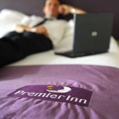 Отель Premier Inn Dubai Investment Park в номере
