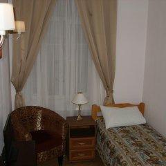 Томас Хостел Стандартный номер с двуспальной кроватью (общая ванная комната)