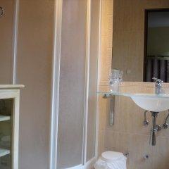 Отель Hostal Ayestaran II Стандартный номер с двуспальной кроватью