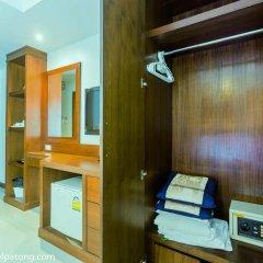 Green Harbor Patong Hotel сейф в номере
