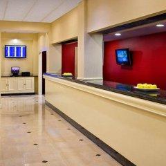 Отель New York LaGuardia Airport Marriott США, Нью-Йорк - отзывы, цены и фото номеров - забронировать отель New York LaGuardia Airport Marriott онлайн интерьер отеля