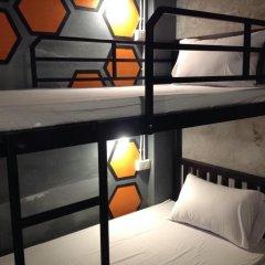 Beehive Phuket Oldtown Hostel Кровать в общем номере фото 3