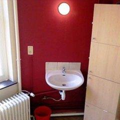 Brussels Louise Hostel Кровать в общем номере с двухъярусной кроватью фото 9