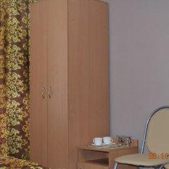 Гостиница Искра 3* Стандартный номер с 2 отдельными кроватями (общая ванная комната) фото 4