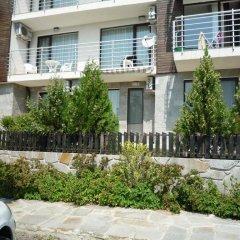 Апартаменты Sea View Apartment in New Line Village Свети Влас парковка